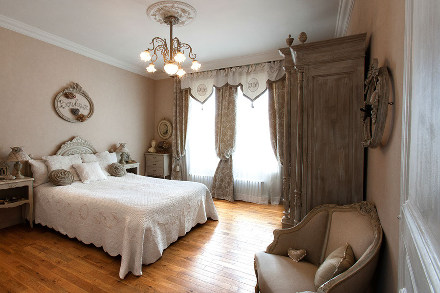 chambre parentale maison esprit boudoir location pour tournages shootings. Black Bedroom Furniture Sets. Home Design Ideas